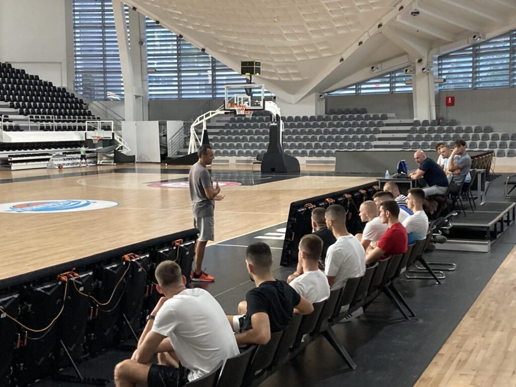 Miloš Koljenšić održao predavanje o pravilima igre